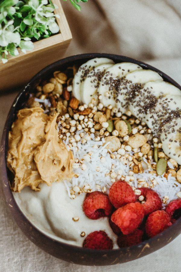 Smoothie bowl à la banane et  au beurre de cacahuète